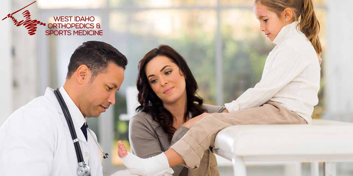 What is the Difference Between a Podiatrist and an Orthopedist?